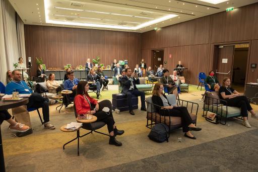 ExpertInnen der österreichischen Tagungscommunity trafen sich am 7.10.2020 zur Best Meeting Thesis Austria im Courtyard by Marriott Wien Messe/Prater unter Einhaltung von Covid-19 Präven-tionsmaßnahmen.
