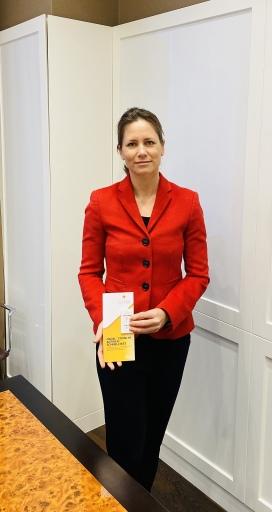 Hoteleigentümerin Mag. Sonja Wimmer mit dem Covid-19-Schnelltest
