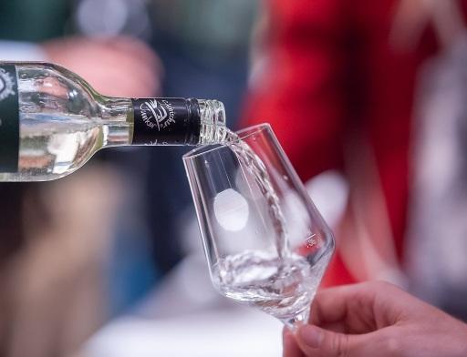 Erhältlich ist der frisch-fruchtige Vorbote des Jahrgangs 2020 online, bei den Junker-Winzern und im gut sortierten Handel! Mit dem Kauf von steirischem Wein genießt man regionale Produkte und unterstützt gleichzeitig die heimische Wirtschaft, so der allgemeine Tenor. Alle Infos auf www.steirischerjunker.at