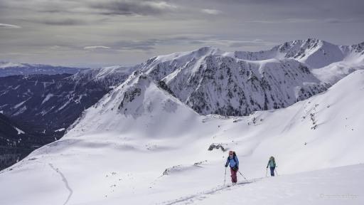 Skitouren sind derzeit voll im Trend, daher geben die Naturfreunde Österreich Sicherheitstipps.