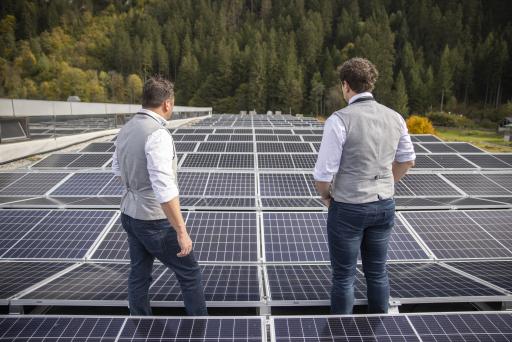 1644 Module wurden auf dem Dach montiert und ein weiterer Schritt zur Energieeinsparung ist gesetzt!