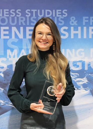 MCI Absolventin Theresa Schmidt gewinnt DGT-ITB Wissenschaftspreis 2020.
