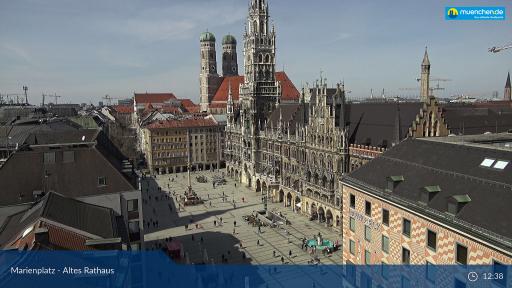 Die neue Kamera am Marienplatz mit Blick auf das Rathaus und die Frauenkirche.