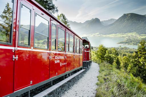 Die steilste Zahnradbahn Österreichs am Weg zum Gipfel
