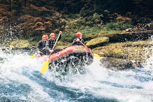Rafting auf der Enns gehört zu den Highlights im Jugendcamp im NP Gesäuse