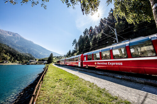 Bernina Express am Lago di Poschiavo: Im Panoramawagen durchs Puschlav