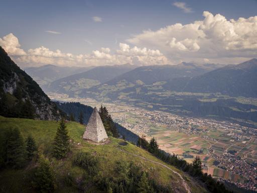 Kraftort Kaisersäule hoch über dem Inntal - ein lohnenswertes Ziel in Kombination mit dem Karwendel-Genussgutschein.