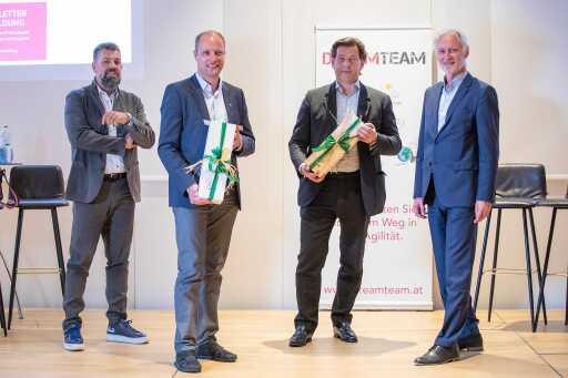 Ein herzliches Dankeschön an Matthias Schattleitner (2. v. l.) und Matthias Winkler (2. v. r.) für eine spannende Diskussionsveranstaltung sagten die beiden Moderatoren von DreamTeam Martin Prantl (l.) und Erich Schönleitner (r.).
