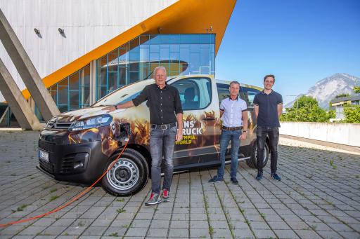Von links nach rechts: Mag. Matthias Schipflinger, GF Olympiaworld, Christoph Kaufmann, Prokurist Olympiaworld, Willi Bacher jun., GF Autoland