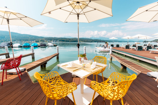 Direkt am Wasser speisen - im Porto Bello & Lounge am Wörthersee
