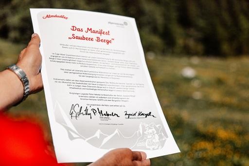 """Zum Schutz unserer Berg- und Erholungswelt:Almdudler & Alpenverein wandern für """"Saubere Berge"""""""