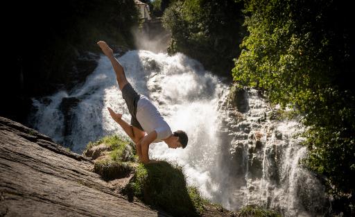 Initiator Hie Kim beim Wasserfall in Bad Gastein